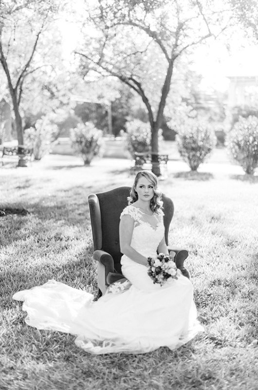 Beautiful_Texas_Mansion-bride_bw