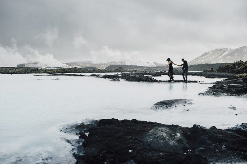 Icelandic_Engagement_Shoot-couple_and_moutain_view