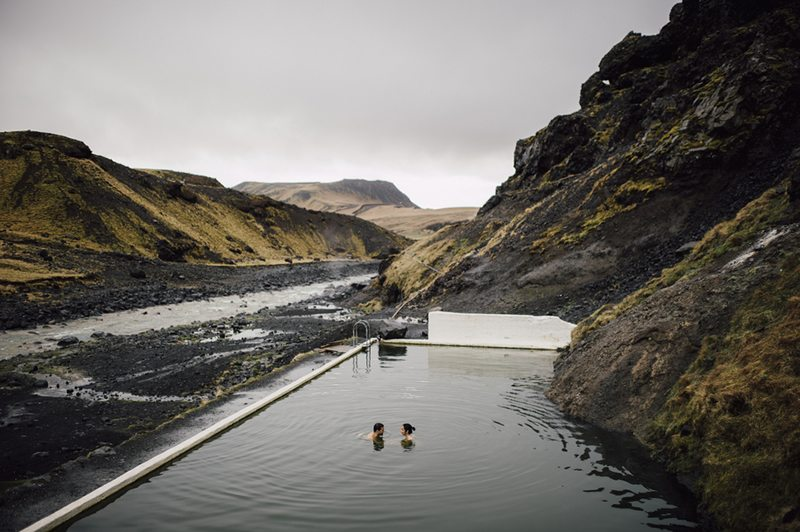 Icelandic_Engagement_Shoot-couple_swimming_in_infinity_pool