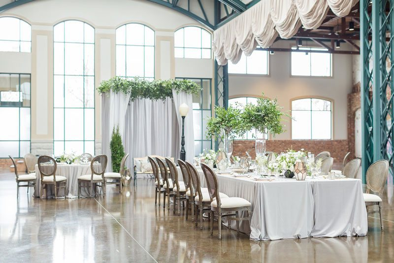 New_York_Style_Wedding_Inspiration-alter_and_tables