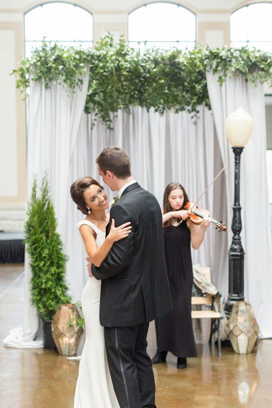 New_York_Style_Wedding_Inspiration-dancing_by_violin