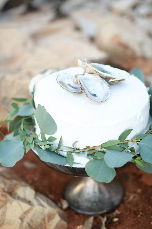 Winter_Wedding_Inspiration_by_Douglas_Lake-cake