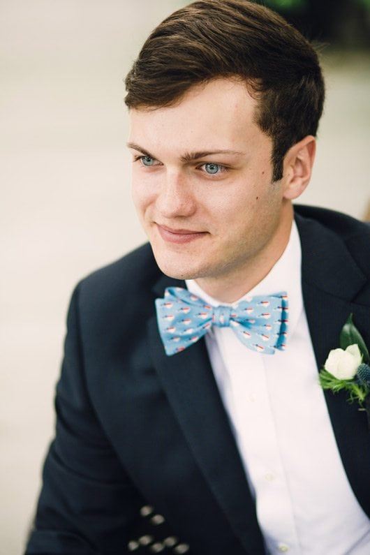 Blue_and_White_Wedding_Inspiration-bowtie