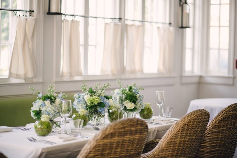 Blue_and_White_Wedding_Inspiration-table_setting