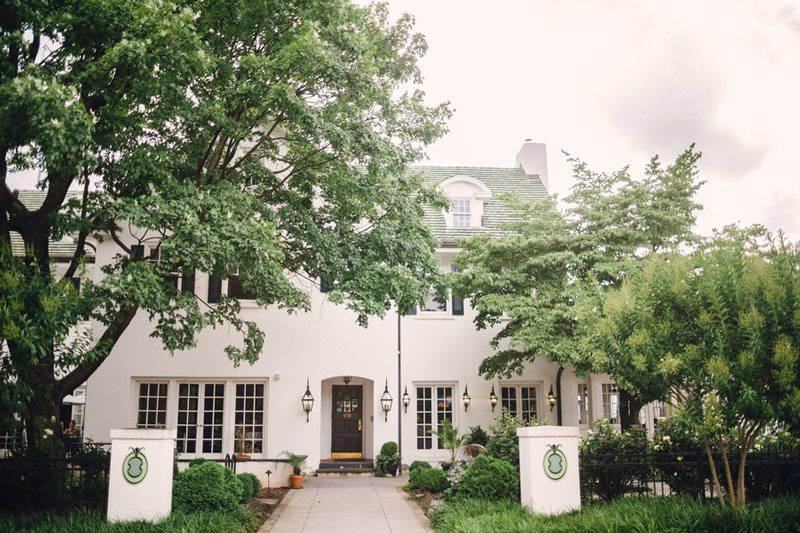 Blue_and_White_Wedding_Inspiration-white_house