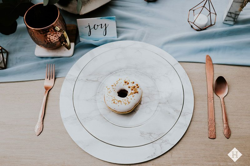 Modern_rustic_wedding-marbel_plate_with_donut