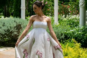 A SHOW STOPPING GOWN BY RANDI RAHM Feature Image